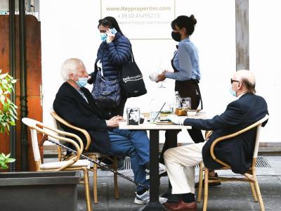 Coronavirus, diminuita la frequentazione di bar e ristoranti: i dati di Google