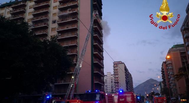 Incendio in un appartamento a Palermo, morta una donna – VIDEO