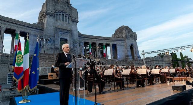 """Mattarella a Bergamo, """"Qui c'è il cuore dell'Italia ferita, riflettere su errori fatti"""""""