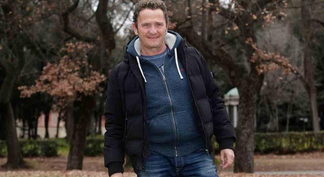 Enzo Salvi aggredito da uno sconosciuto. 'Ha tirato sassi al mio pappagallo'