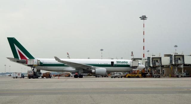 La nuova Alitalia presenta il piano industriale, protestano i sindacati