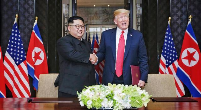 """Kim Jong-un: """"Da noi neanche un caso di coronavirus"""". E la Corea presenta un nuovo missile intercontinentale"""