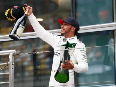 Formula 1, Hamilton conquista il GP del Bahrain. Sul podio Verstappen e Albon