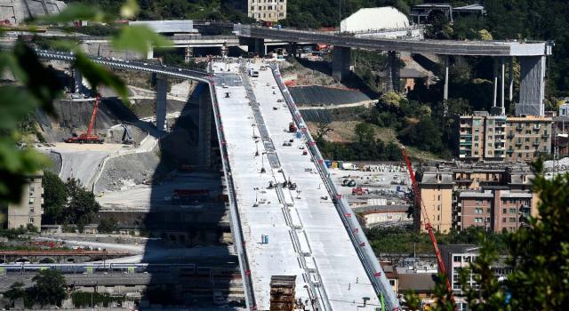 """Ponte di Genova, inaugurazione il 3 agosto. La prima auto a percorrerlo sarà quella di Mattarella. I familiari delle vittime: """"Non ci saremo"""""""