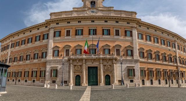 Bonus a deputati, Inps pronto a fornire i nomi. La Lega sospende Elena Murelli e Andrea Dara