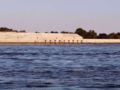 Maltempo in Italia, allerta in Campania. Acqua alta a Venezia, entra in azione il Mose. Tromba d'aria in Sardegna