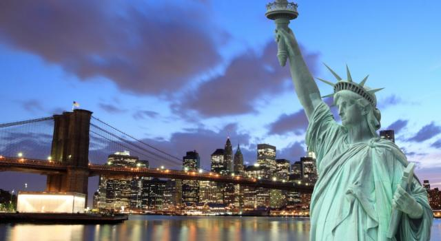 New York, fulmine sulla Statua della Libertà. L'incredibile VIDEO