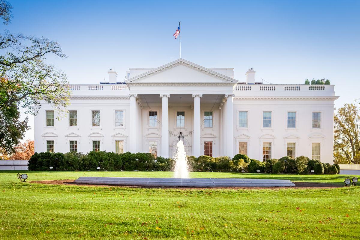 Spari fuori dalla Casa Bianca, Trump scortato via dalla sicurezza