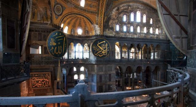 La prima preghiera a Santa Sofia dopo la riconversione