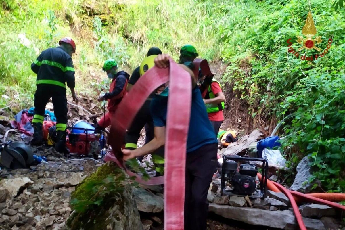 Abruzzo, tre speleologi intrappolati in una grotta sulla Maj