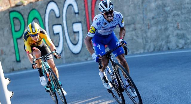 Tour de France, doppio colpo di Julian Alaphilippe: tappa e maglia per il francese