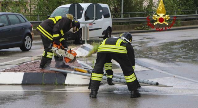 Maltempo, l'Adige esonda ad Egna: due dispersi. Ad Ancona 20 feriti per la grandine