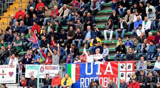 Il Cagliari presenta la nuova maglia per la stagione 2020-2021