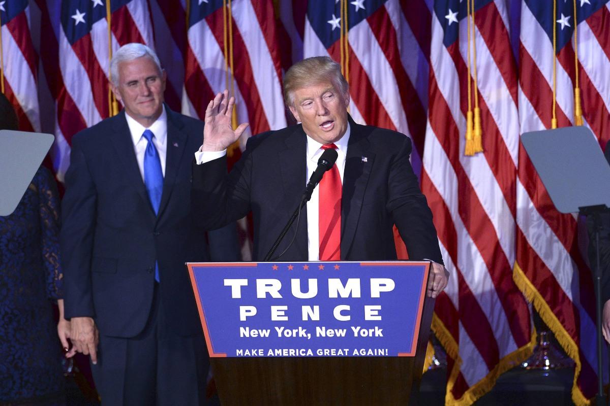 """Trump attacca Biden: """"Il suo primo mese alla Casa Bianca un disastro"""""""