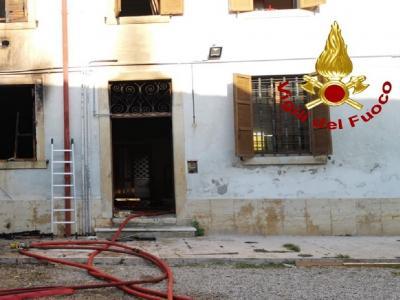 Veronetta, esplosione in appartamento: sei feriti