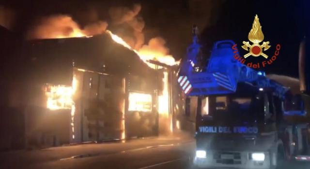 Vasto incendio ad Ancona, chiuse tutte le scuole