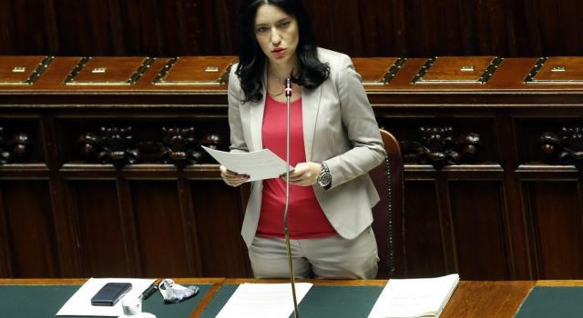 """""""Ma Salvini ce l'ha una coscienza?"""": Lucia Azzolina contro il leader della Lega"""