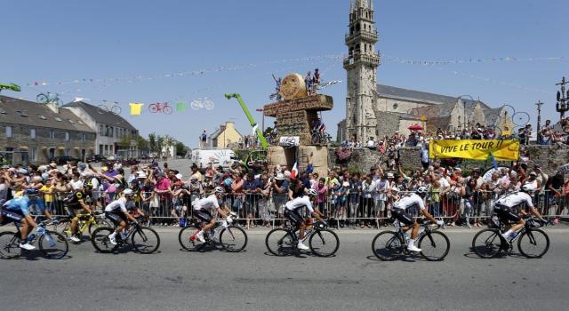 Tour de France, Roglic 'ipoteca' il Tour. A La Roche-sur-Foron successo di Kwiatkowski