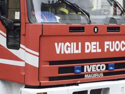Incendio in un appartamento a Milano, un morto