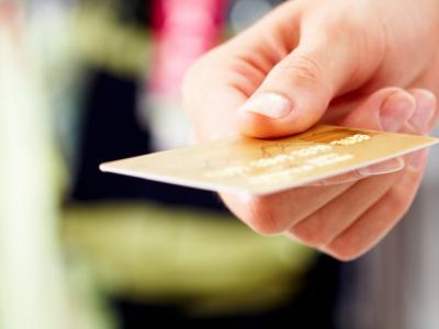 Pagamenti elettronici, premio fino a 3000 euro per chi usa la carta di credito