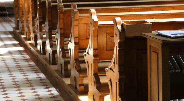 Como, accoltellato e ucciso in strada: morto il 'prete degli ultimi'