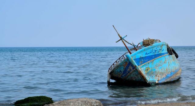 Peschereccio tunisino sperona motovedetta italiana: inseguimento e spari