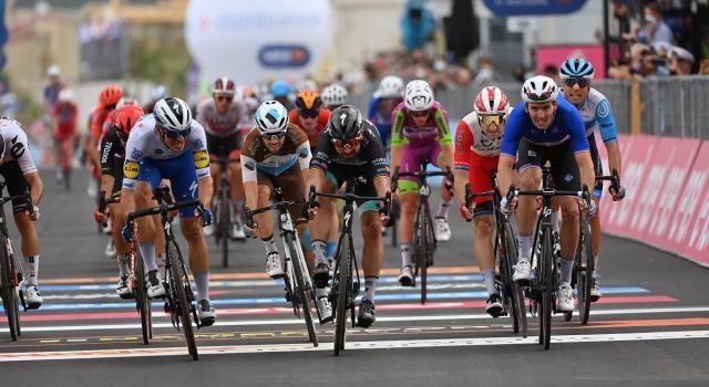 Giro d'Italia, terza vittoria per Arnaud Demare