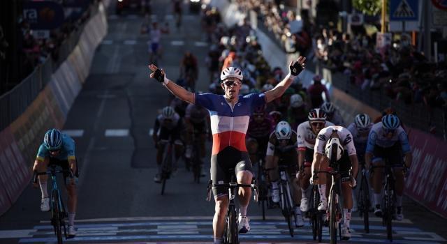 Giro d'Italia, a Matera trionfa Demare. Almeida conserva la Maglia Rosa