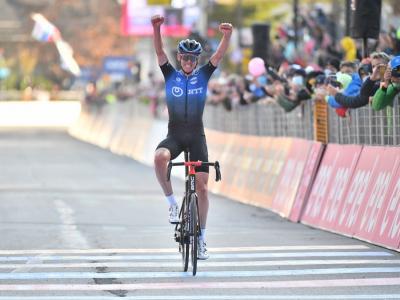 Giro d'Italia , successo di Ben O'Connor a Madonna di Campiglio. Almeida in Rosa