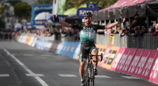 Giro d'Italia, Sagan vince a Tortoreto Lido. Almeida difende la Maglia Rosa
