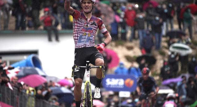 Giro d'Italia, a Roccaraso successo di Guerreiro. Almeida conserva la Maglia Rosa
