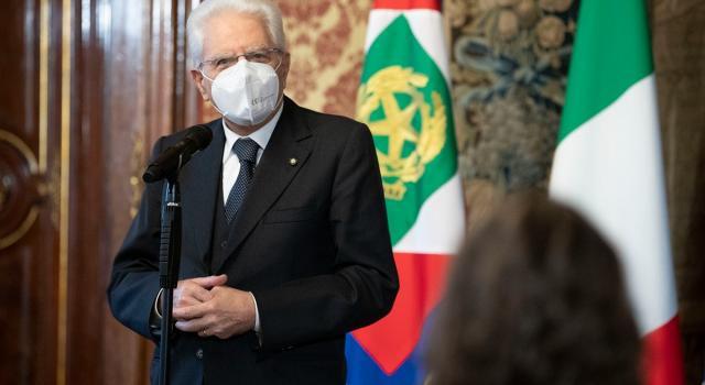 """Mattarella: """"In Italia l'occupazione femminile è troppo bassa"""""""