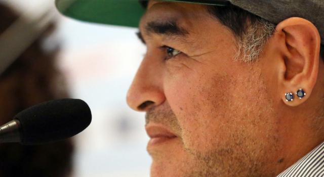"""""""Poteva salvarsi"""": la relazione dei medici sulla morte di Maradona"""