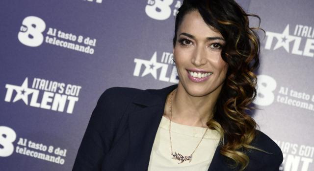 "Nina Zilli positiva al coronavirus: ""Evitate i posti affollati"""