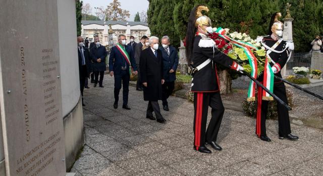 """Mattarella in visita al cimitero di Castegnato: """"Mettere da parte partigianerie, protagonismi ed egoismi per unire le forze"""""""