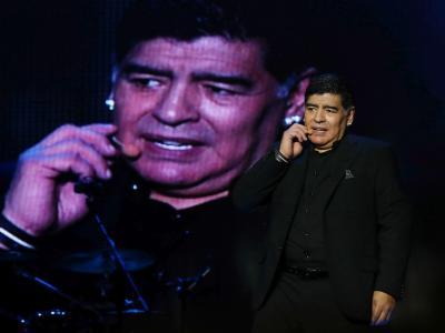 "Maradona dormiva nella sala biliardo. L'ex moglie attacca: ""Vergogna"""