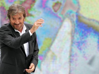 L'ultimo saluto a Gigi Proietti, a Roma lutto cittadino per i funerali del Maestro