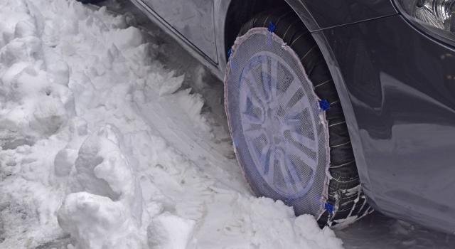 Calzette da neve per auto: cosa sono, omologazione e come si mettono