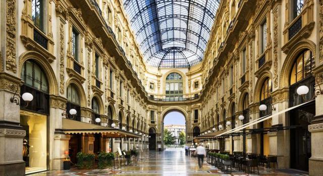 A Milano scatta il piano contro gli assembramenti: ingressi contingentati in Galleria 'Vittorio Emanuele'