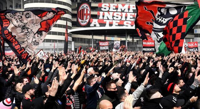 Milan-Inter, ressa fuori da San Siro: migliaia di tifosi davanti allo stadio (senza distanziamento)