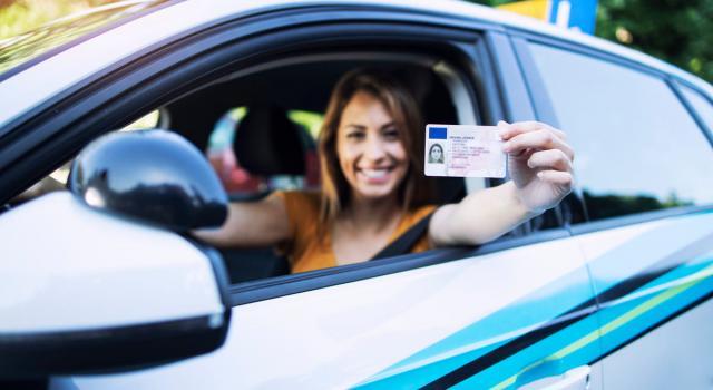 Come controllare il saldo punti della patente online, al telefono e con la App