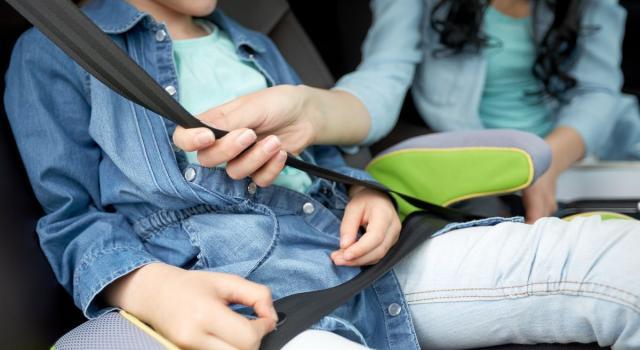 Come tenere al fresco i bimbi in auto
