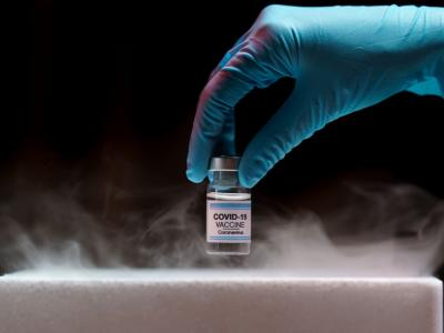 Mascherine, gel e distanziamento: cosa può fare chi ha fatto il vaccino