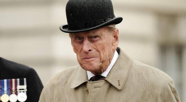 Dalle lacrime della Regina Elisabetta alla presenza di Harry, l'Inghilterra saluta il Principe Filippo