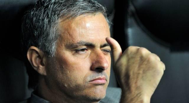 """La Ryanair 'saluta' Mourinho: """"Ci aspettiamo che un bagaglio a mano sia sufficiente"""""""