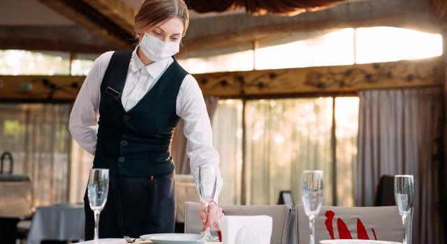 Green Pass obbligatorio per chi lavora nei ristoranti: l'ipotesi al vaglio del governo