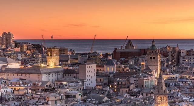 Genova, il sindaco Bucci cade e si frattura sei costole