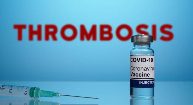 Vaccino Johnson and Johnson e il rischio trombosi, le indicazioni del Cts