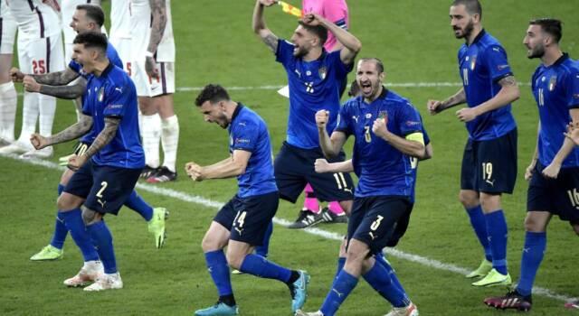 La disperazione degli inglesi: l'arbitro ha favorito l'Italia, la finale deve essere rigiocata. Parte la petizione