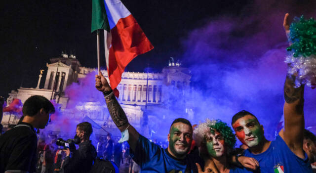 CAMPIONI. Inghilterra battuta ai rigori, è grande festa in tutta Italia